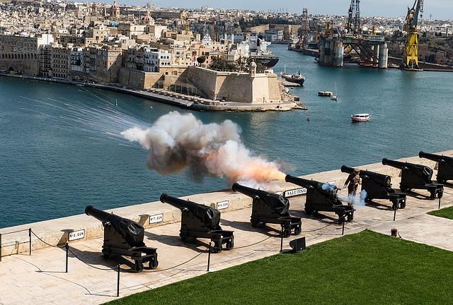 Les cannons visisbles depuis les jardins de l'Upper Barraka